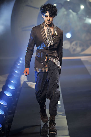 john galliano dresses 2011. Galliano is not the only one