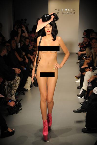 фото шоу голых девушек