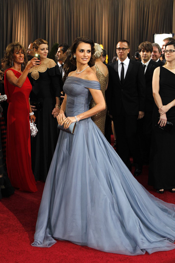 academy awards, oscars, red carpet, celebrities, penelope cruz, giorgio armani