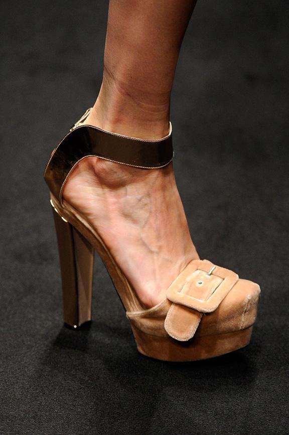 catwalk, runway, amazing shoes, Milan, fall winter 2012,  No. 21