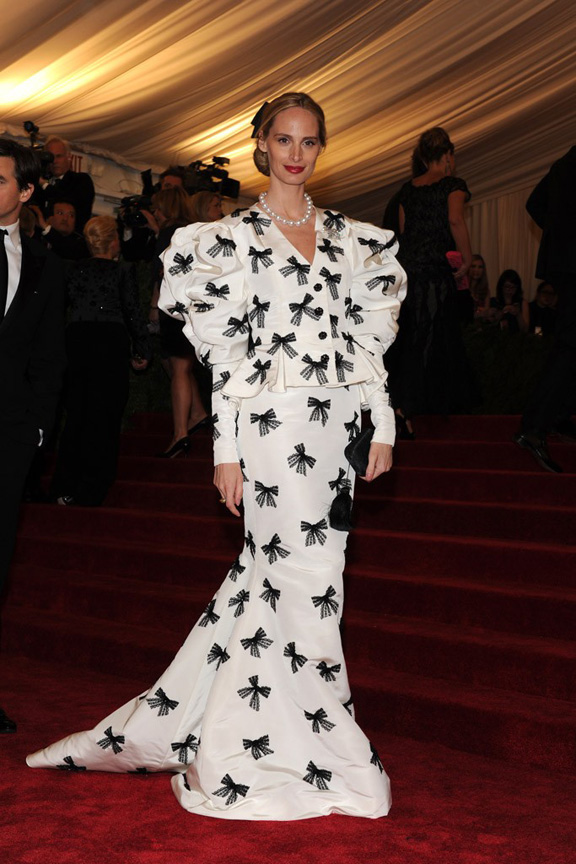 Met ball, fashion, celebrities, red carpet, evening wear, oscar de la renta