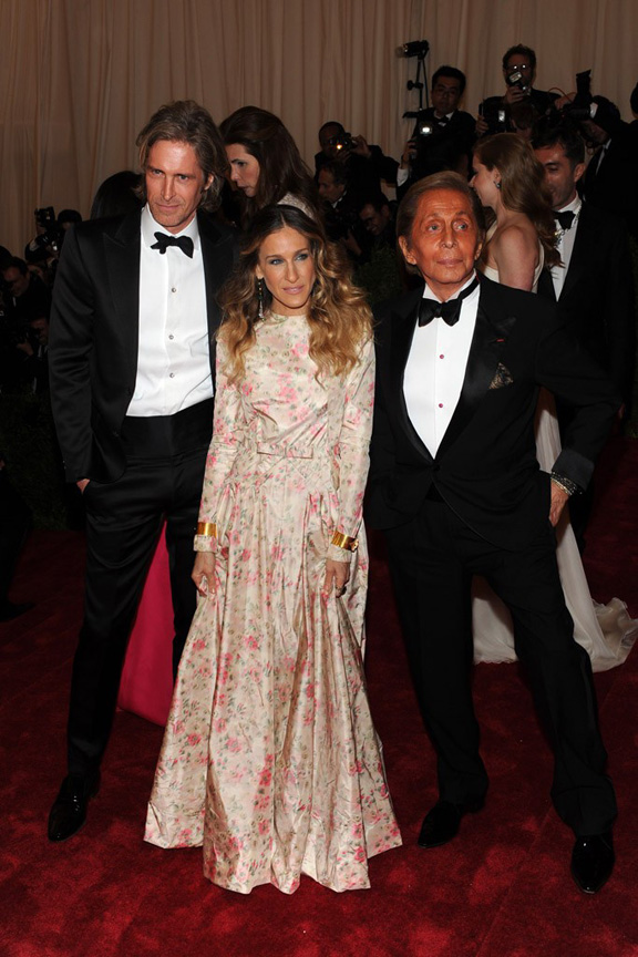 Met ball, fashion, celebrities, red carpet, evening wear, valentino, sarah jessica parker