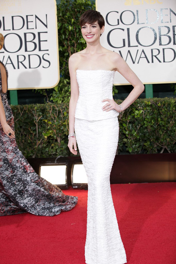 Golden Globes, celebrities, red carpet fashion, anne hathaway, chanel