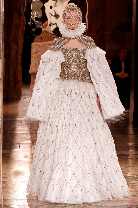 Paris, catwalk, runway show, review, critic, fall winter 2013, alexander mcqueen, sarah burton