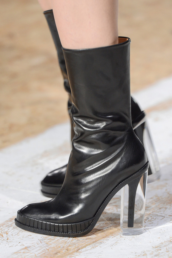 Paris, catwalk, runway show, review, critic, fall winter 2013, shoes, maison martin margiela