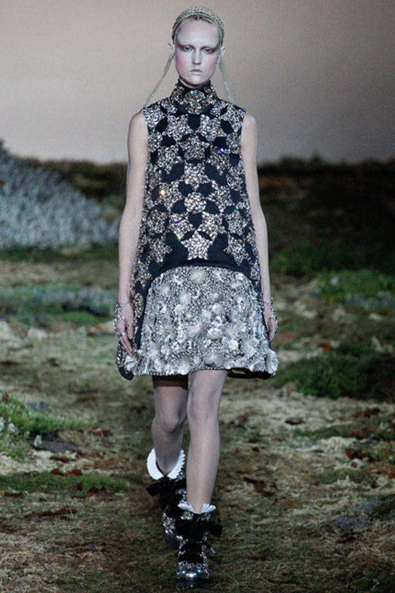 runway report, catwalk review, fashion critic, fashion week shows, paris fashion week, PFW, alexander mcqueen, sarah burton